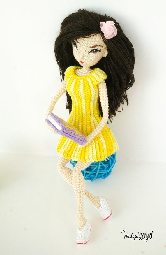 Lalka Jessica, amigurumi, instrukcja, prezenty dla rękodzielniczek, Szkoła Szydełkowania